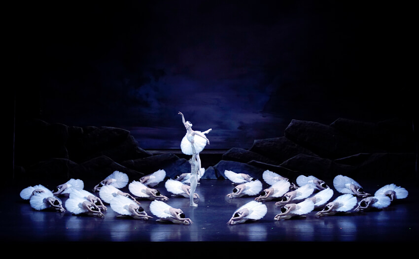 白鳥の湖 全幕(久保綋一) 写真1