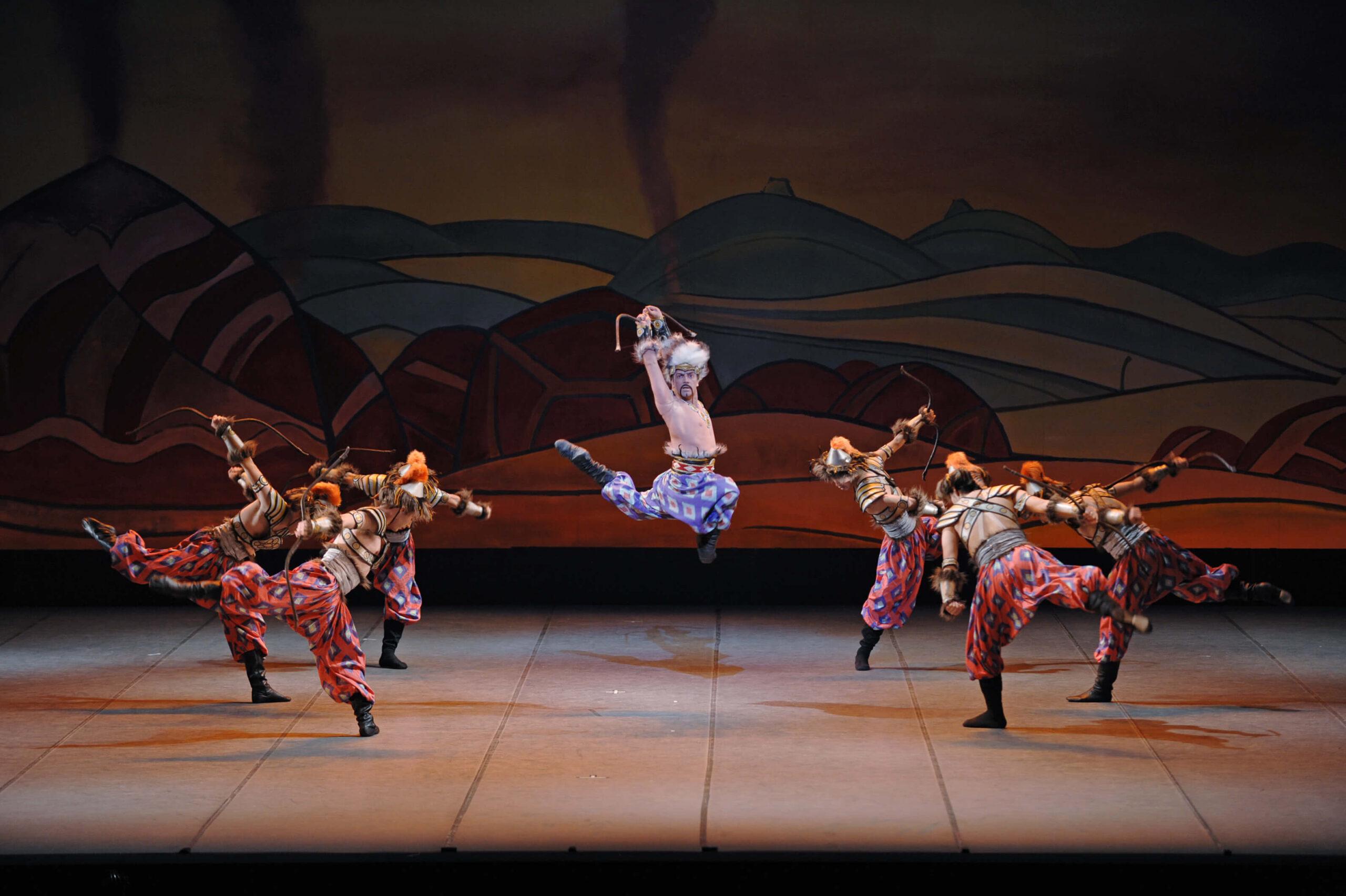 ポロヴェッツ人の踊り(セルゲイ・ヴィハレフ) 写真1